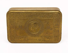 Princess Mary tobacco box owned by Captain C A Ogden, The Bedfordshire Regiment, 1914