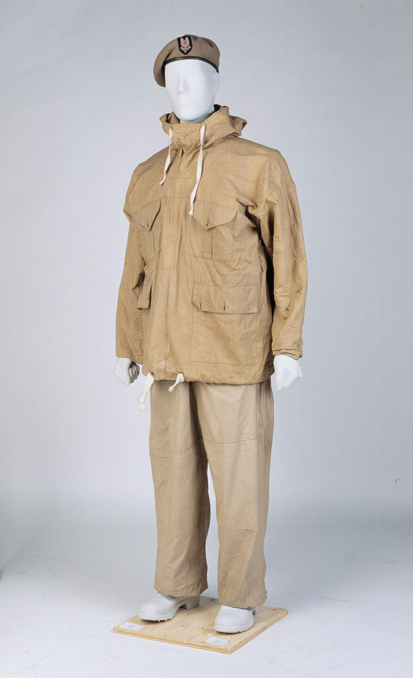 Beret, smock and trousers worn by a member of the Special Air Service (SAS), 1943 (c)