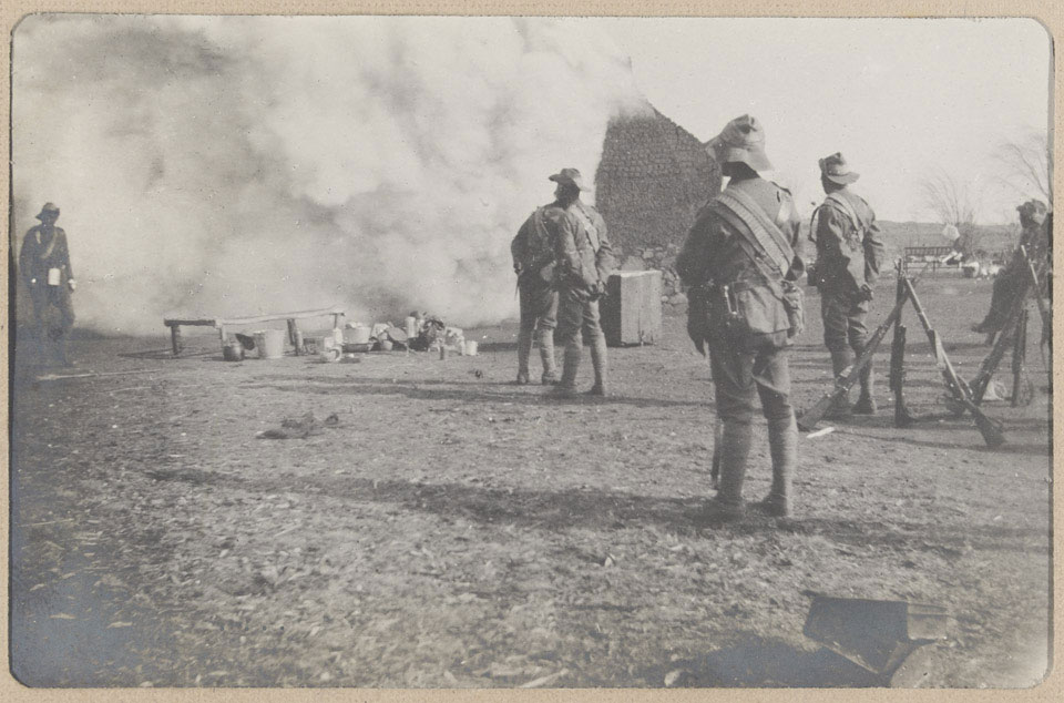 Members of the City Imperial Volunteers burning a Boer farm at Frederickstrad, 1901 (c)