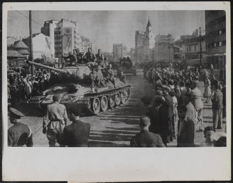 Soviet tanks advancing through the streets of Bucharest, 31 August 1944
