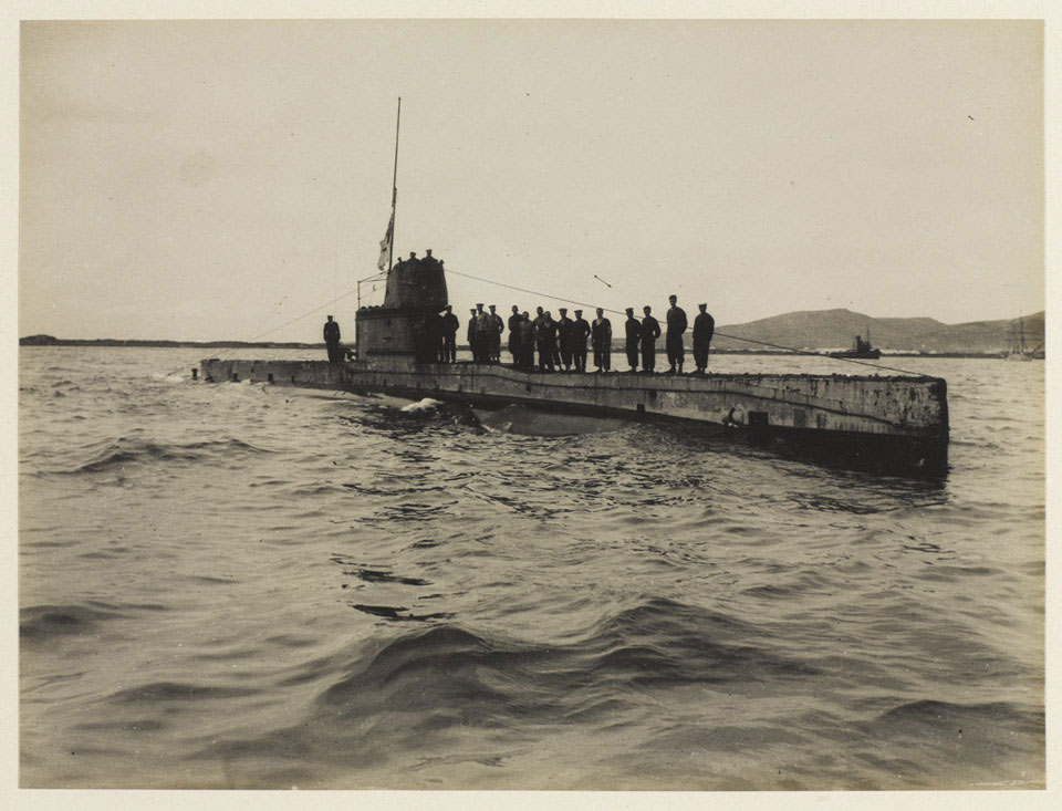 'AE2' in the Dardanelles, 1915