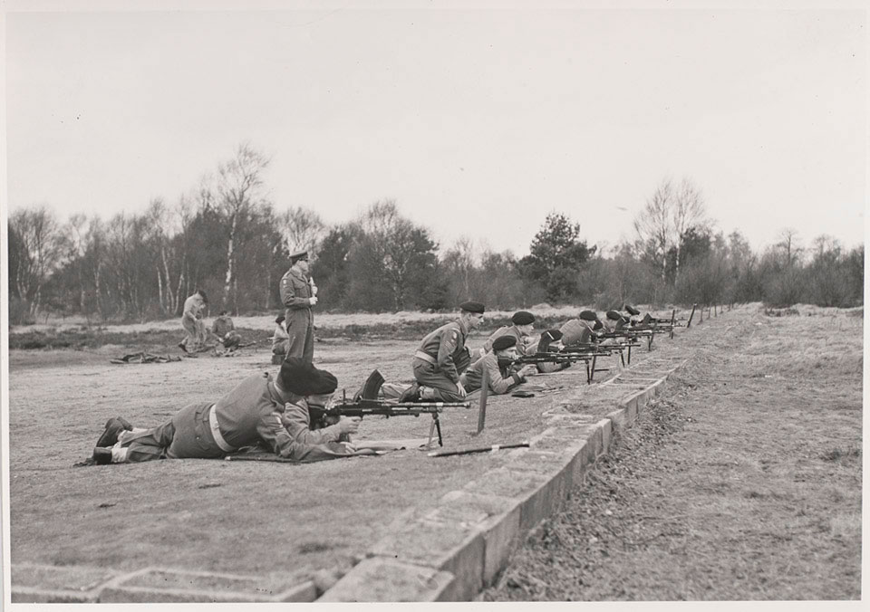 Recruits of The Queen's Royal Surrey Regiment training with Bren Guns, 1960 (c)
