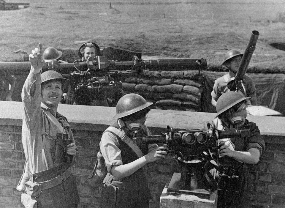 ATS personnel manning anti-aircraft defences, 1942 (c)