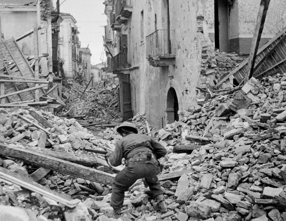 Searching the ruins of Ortona for snipers, 1943