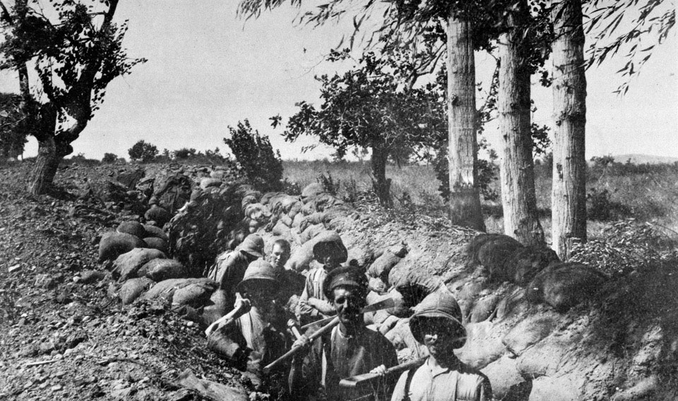 Soldiers dug in at Chocolate Hill, Suvla Bay, Gallipoli, 1915